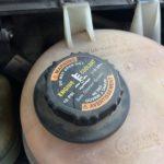 初級編:車をセルフチェックしよう!エンジンルームを点検、自分でできるボンネット内チェックの方法、タイヤの交換時期や交換サインって?